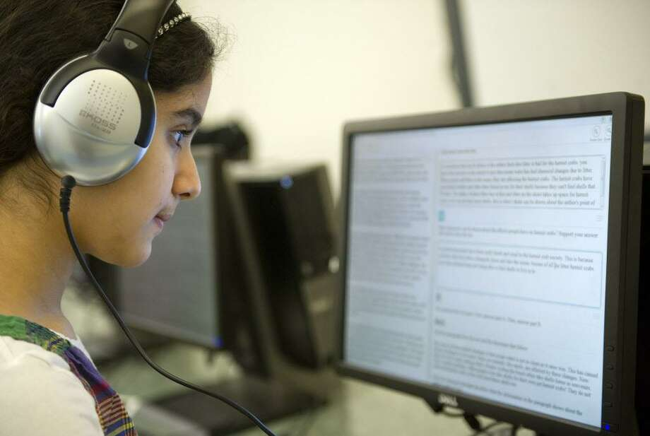 Hart Magnet School students, including Rhea Wadhwa, take a practice SBAC test on Tuesday, March 17, 2015. Photo: Lindsay Perry / Lindsay Perry / Stamford Advocate