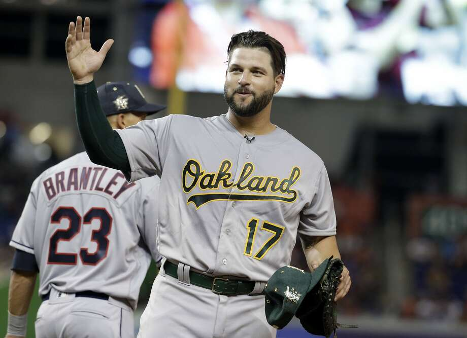 Oakland first baseman Yonder Alonso waves during the ninth inning at the MLB All-Star Game on July 11, 2017 in Miami. Photo: Lynne Sladky, Associated Press