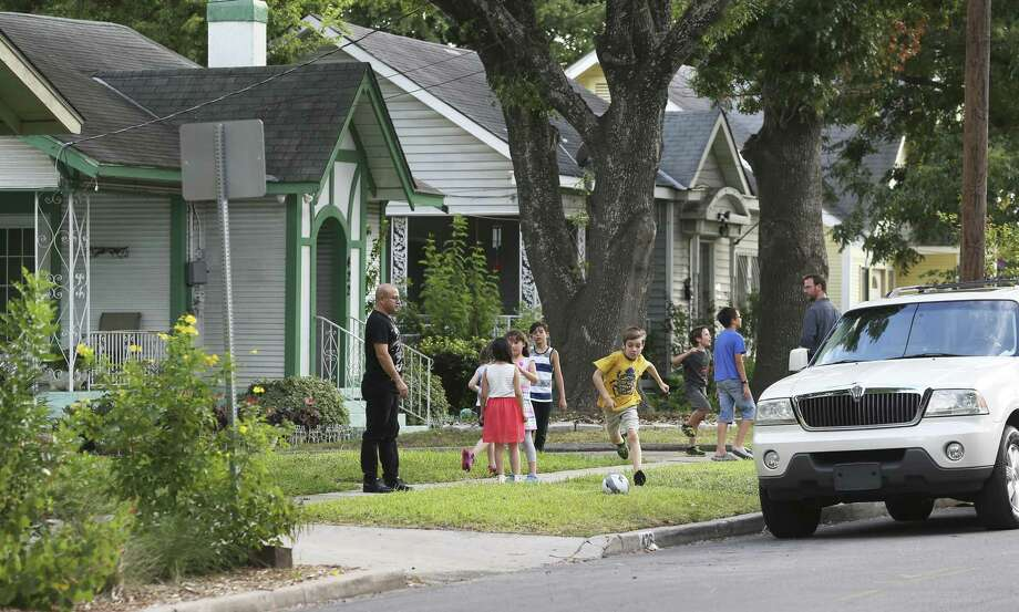 Supporters of the district meet in July. They said the district would protect the street from development. Opponents said it would infringe on their rights. Photo: Tom Reel /San Antonio Express-News / 2017 SAN ANTONIO EXPRESS-NEWS