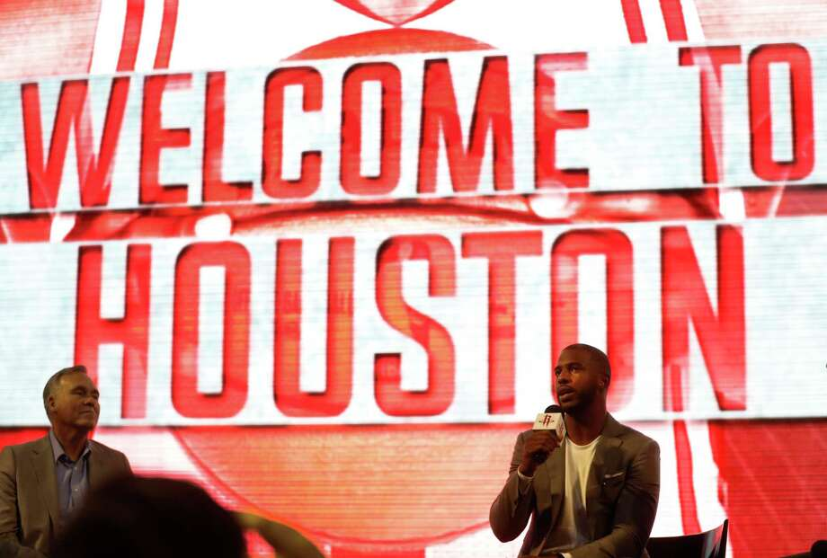Chris Paul speaks to the Houston Rockets fans during his introduction at the Toyota Center, Friday, July, 14, 2017. Photo: Karen Warren, Houston Chronicle / 2017 Houston Chronicle