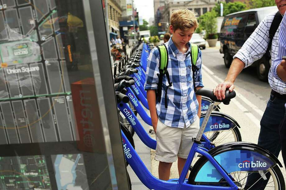 People look at Citi Bikes at a docking station in Union square on May 29, 2013 in New York City. Photo: Spencer Platt / Getty Images / 2013 Getty Images