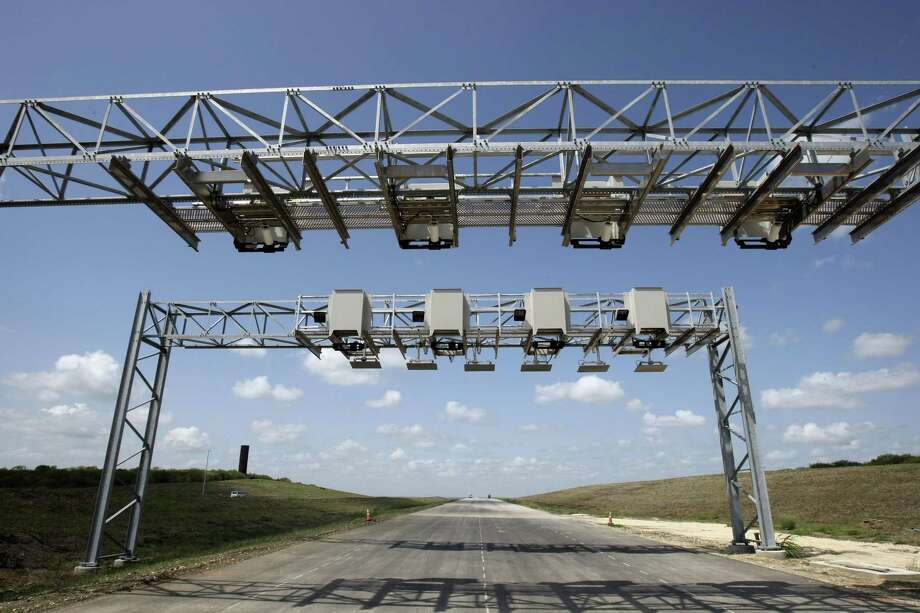 Texas 130, the state's first public-private toll road, opened in 2012. However, it developed funding problems and may not serve as the best example of a public-private infrastructure project. Photo: Express-News File Photo / ¨2012 HELEN MONTOYA PHOTOGRAPHY