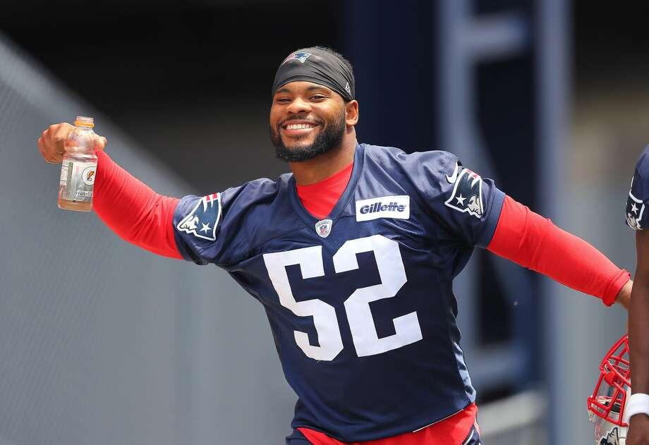FOXBOROUGH, MA - JUNE 8: New England Patriots player Elandon Roberts poses for the cameras as he arrives for the team's Minicamp practice at Gillette Stadium in Foxborough, MA on Jun. 8, 2017. (Photo by John Tlumacki/The Boston Globe via Getty Images) Photo: Boston Globe/Boston Globe Via Getty Images