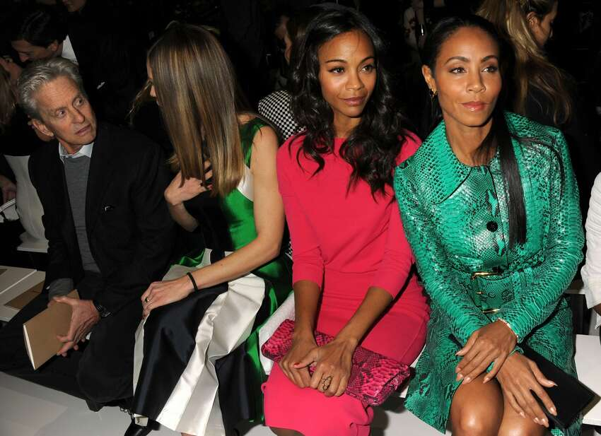 Zoe Saldana and Jada Pinkett Smith They look alike and even have the same facial expressions.