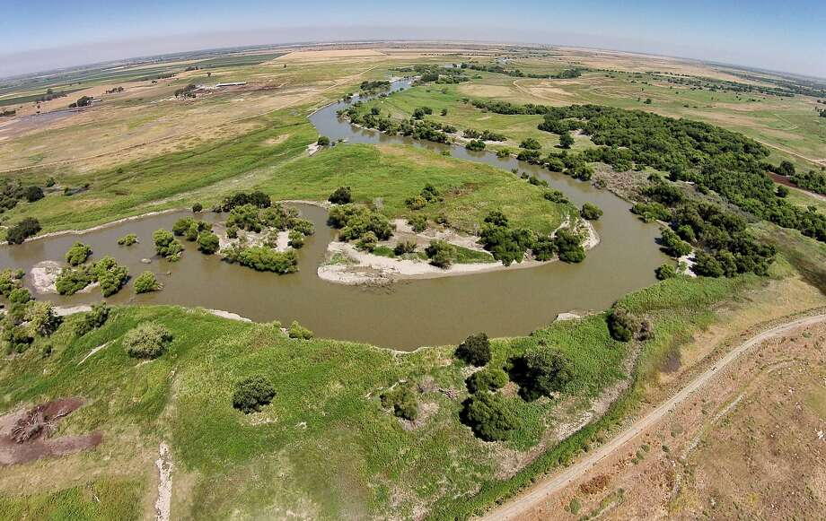 The bill would prioritize water for farms and cities over protecting wildlife in areas like the San Luis National Wildlife Refuge. Photo: Santiago Mejia, The Chronicle