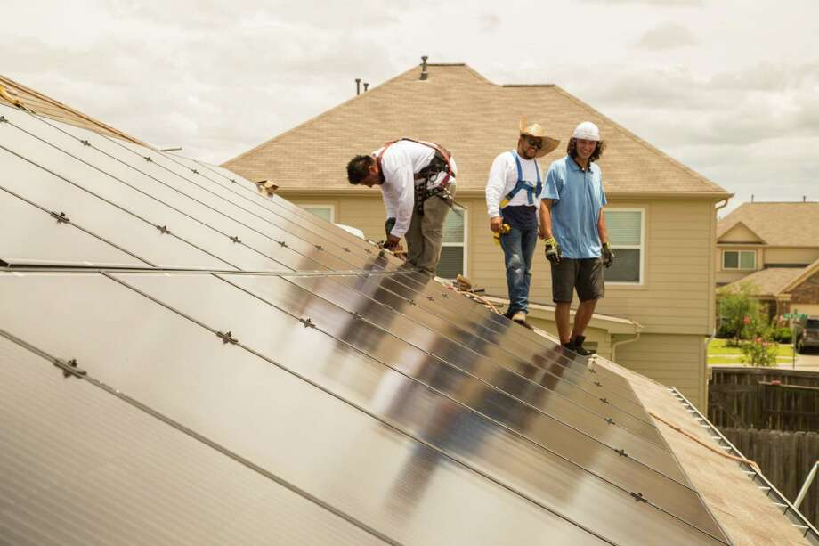 Workers from Alba Solar install solar panels on a home on Upland Sprint Terrace, Katy Texas, June 21, 2017. ( David A. Funchess / Houston Chronicle ) / Houston Chronicle