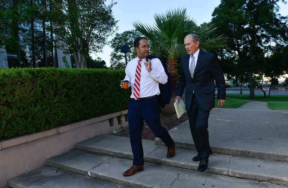 Congressman Will Hurd (left) walks into the federal courthouse Saturday morning to give testimony in a redistricting trial. Photo: Robin Jerstad, Freelance / San Antonio Express News