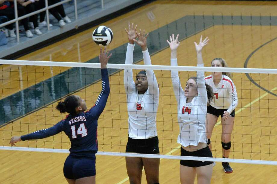 Jayla Wicker (9) and Allison Parks (14) of Katy try to block a shot made by Bria Merchant (14) of Dulles during the fourth set of a bi-district playoff volleyball game between the Katy Tigers and the Dulles Vikings on November 1, 2016 at Wheeler Fieldhouse, Sugar Land, TX. Photo: Craig Moseley, Staff / ©2016 Houston Chronicle