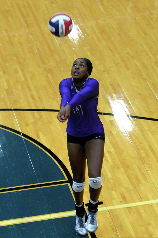 Kenedi Rutherford (11) of Ridge Point digs for a ball during the first set of a bi-district playoff volleyball game between the Cinco Ranch Cougars and the Ridge Point Panters on November 1, 2016 at Wheeler Fieldhouse, Sugar Land, TX. Photo: Craig Moseley, Staff / ©2016 Houston Chronicle
