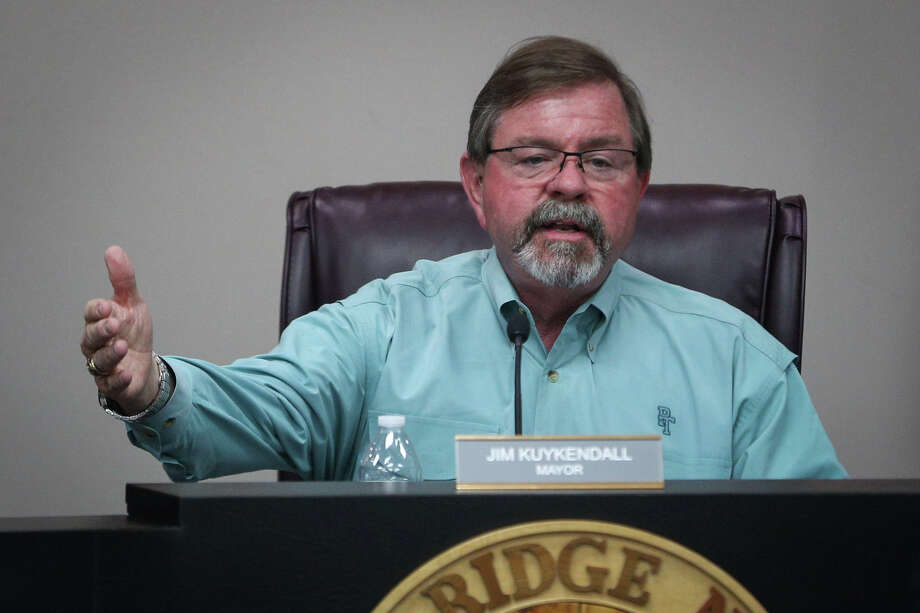 Oak Ridge North Mayor Jim Kuykendall speaks during the city council meeting about the widening of Robinson Road on Monday, Jan. 30, 2017, at the Oak Ridge North City Hall. Photo: Michael Minasi, Staff Photographer / Internal