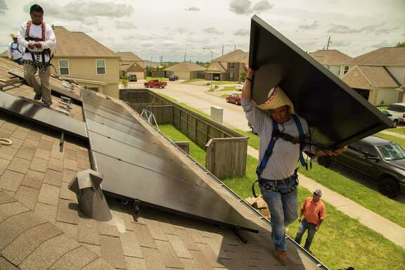 Workers from Alba Energy install solar panels on a home on Upland Sprint Terrace, Katy Texas, June 21, 2017. ( David A. Funchess / Houston Chronicle )