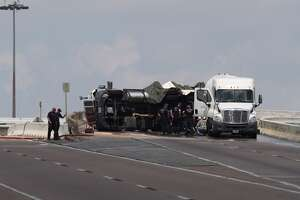 An overturned 18-wheeler carrying propane shuttered a Loop 610 ramp Sunday, July 16, 2016. The tractor trailer wreck - deemed a minor accident - forced authorities to shutdown the exit ramp around 9 a.m. at Loop 610 and State Highway 225. (Steve Gonzales/Houston Chronicle)