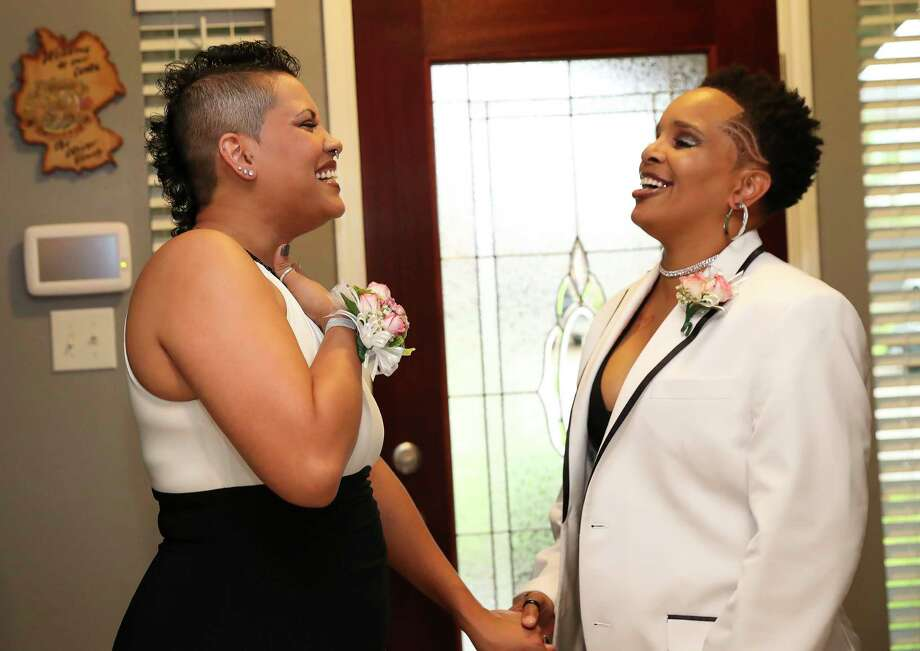 Liz Heck, left, and girlfriend Sabrina Oliver share a moment as they are ready to attend the Houston Gay Prom, an attempt to reclaim what many in the LGBT community missed out on in high school, Saturday, July 15, 2017, in Cypress. Photo: Yi-Chin Lee, Houston Chronicle / © 2017  Houston Chronicle