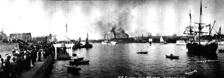 The Hudson River 1909, Albany N.Y. ( The H.P. Fleet), The Halfmoon (R). 1909.