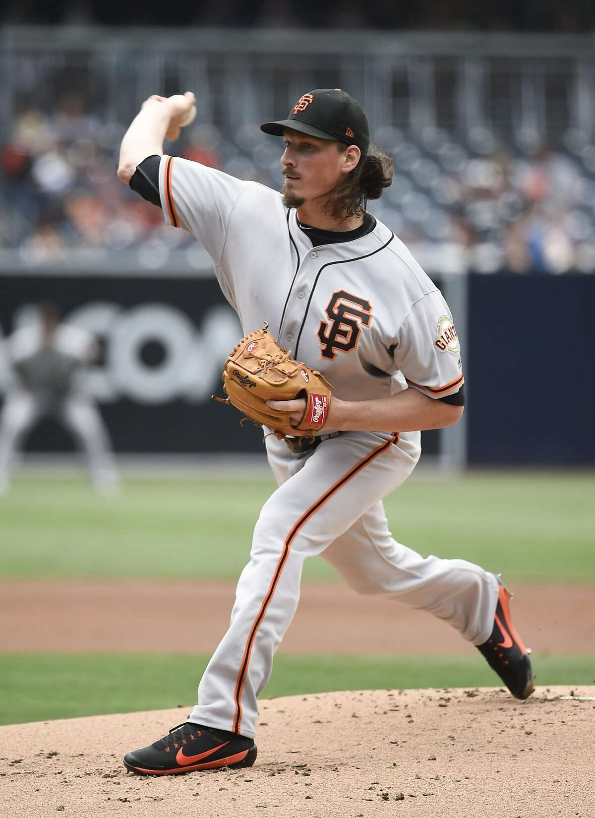 SAN DIEGO, CA - JULY 16: Jeff Samardzija #29 of the San Francisco Giants pitches during the first inning of a baseball game against the San Diego Padres at PETCO Park on July 16, 2017 in San Diego, California. (Photo by Denis Poroy/Getty Images)