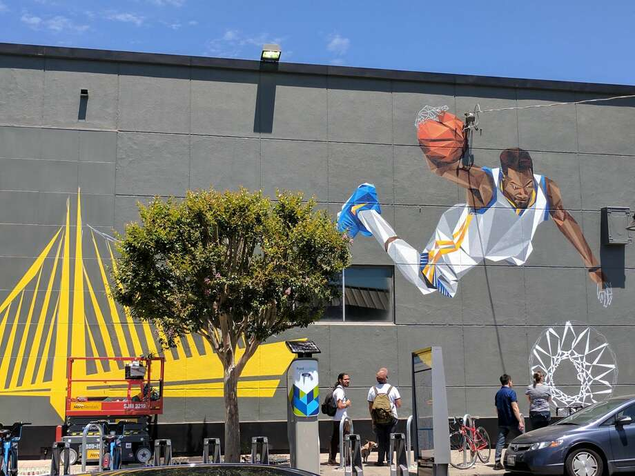 A new mural depicting Golden State Warriors forward Kevin Durant has gone up in Oakland's Temescal neighborhood. Photo: Emerson Hoff