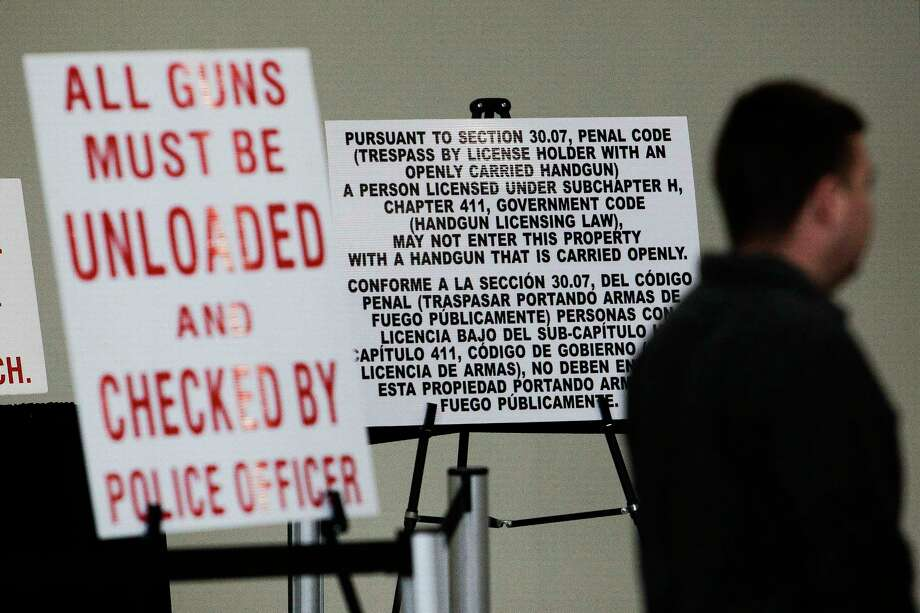 A sign outside a 2016 gun and knife show at the George R. Brown Convention Center warns visitors that loaded, openly carried handguns are not allowed inside the show. ( Michael Ciaglo / Houston Chronicle ) Photo: Michael Ciaglo, Staff / © 2016  Houston Chronicle