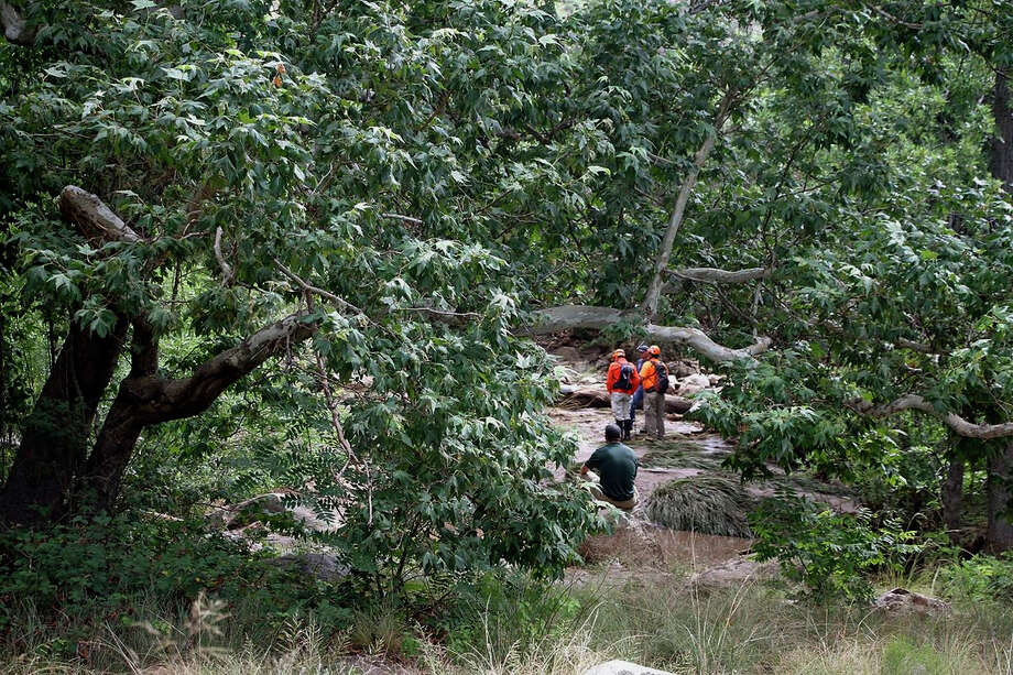 Volunteers search Sunday for missing swimmers near a campground in the Tonto National Forest of Arizona. Photo: Alexis Bechman, MBR / Payson Roundup