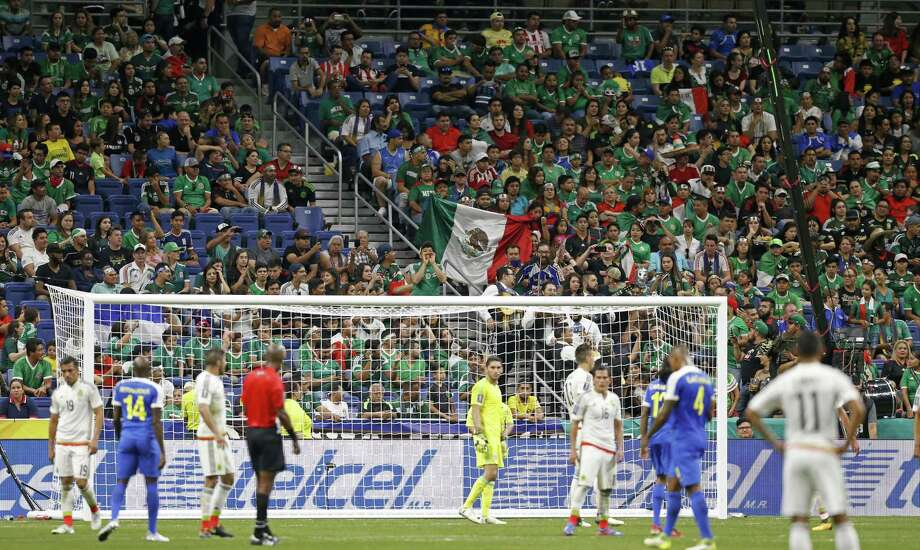 Mexico soccer fans watch the CONCACAF Gold Cup soccer match between Mexico and Curacao on July 16, 2017 at the Alamodome. Photo: Edward A. Ornelas /San Antonio Express-News / © 2017 San Antonio Express-News