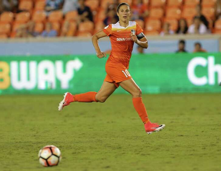 Houston Dash forward Carli Lloyd (10) makes a pass during the second half of the game at BBVA Compass Stadium Wednesday, June 28, 2017, in Houston. Houston Dash and Boston Breakers had a 0-0 draw.( Yi-Chin Lee / Houston Chronicle )