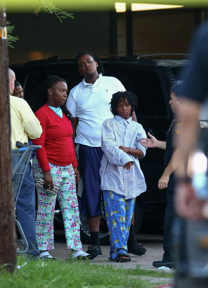 Houston Police talk to the family of the 14-year-old boy who was shot on the 100 block of Goodson Drive Monday, July 17, 2017, in Houston. The boy died at the hospital. Photo: Godofredo A. Vasquez / Houston Chronicle