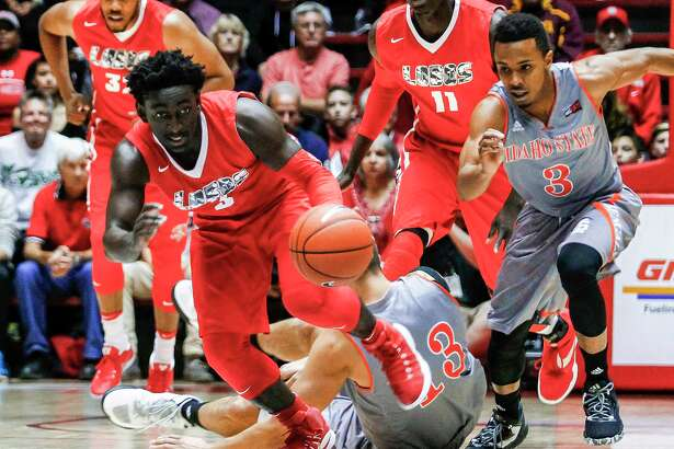 New Mexico's Jordan Hunter (3) grabs up a loose ball from the Idaho defense during the first half of an NCAA college basketball game in Albuquerque, N.M., Friday, Nov. 11, 2016. (AP Photo/Juan Antonio Labreche)