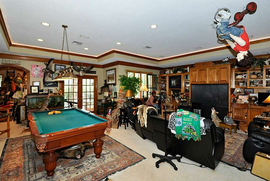 PHOTOS: Unique home in Fort Bend County has eccentric furnishings, interiorA home for sale in the Richmond area, owned by an acclaimed artist, is getting lots of attention for its unique interior and decorations.Click through to see more photos from inside the home... Photo: Diana Power / RE/MAX
