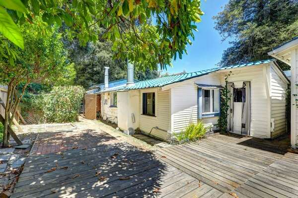 A 1908 cottage tucked away in a quiet residential neighborhood just around the the corner from the vibrancy of downtown Larkspur is on the market for $800,000.