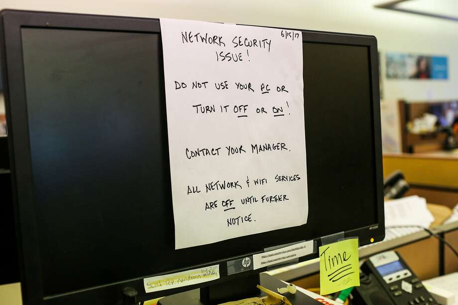A note on a computer warns KQED employees not to use the machine following the ransomware attack. Photo: Gabrielle Lurie, The Chronicle