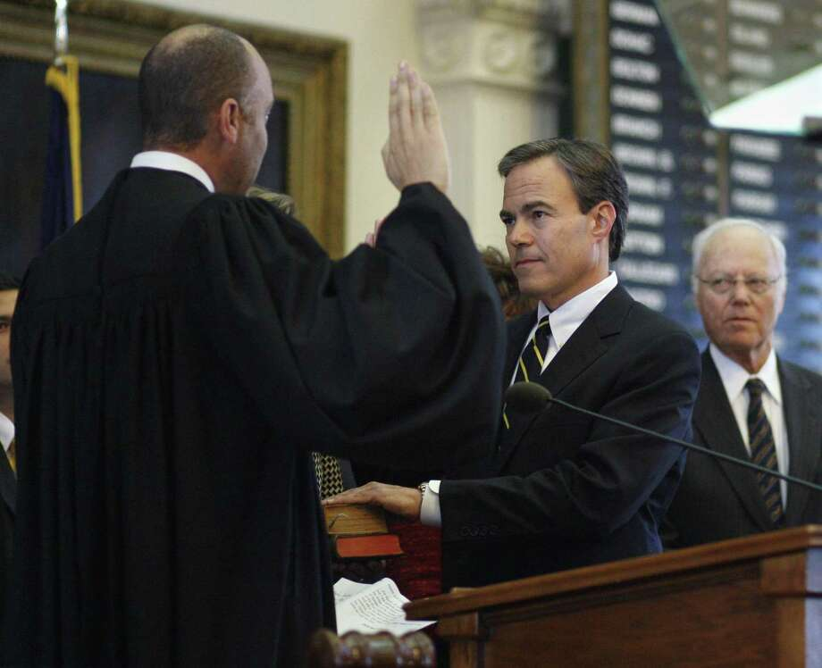 Rep. Joe Straus, right, is sworn in as Speaker of the Texas House by Texas Supreme Court Chief Justice Wallace who administers the oath as the 81st session of the Texas Legislature gets under way in 2009. Eight years later, readers continue to praise him as the voice of reason in the Legislature. Photo: Harry Cabluck /AP / AP