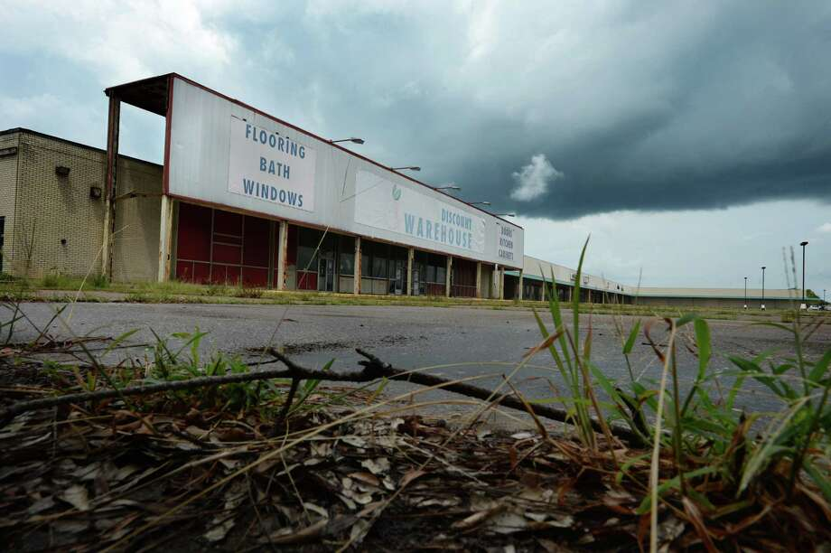 Billed as Orange's first shopping center, the MacArthur Drive Shopping Center will be torn down to make way for an H-E-B Plus store. Demolition for the structure will begin in a few months. Photo taken Monday, July 17, 2017 Guiseppe Barranco/The Enterprise Photo: Guiseppe Barranco, Photo Editor