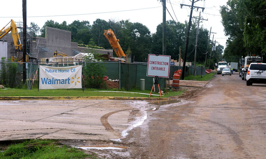 Construction crews build the future Super Walmart in Vidor on East Tram Road Monday.  Photo taken Monday, July 17, 2017 Guiseppe Barranco/The Enterprise Photo: Guiseppe Barranco, Photo Editor