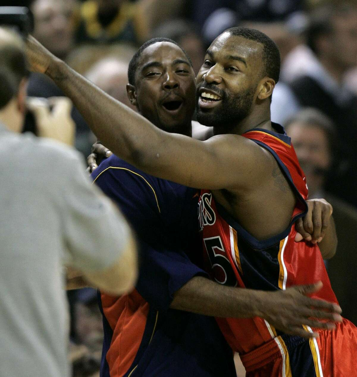 Golden State Warriors guard Baron Davis right, hugs an unidentified teammate after Davis hit the game-winning 3-pointer against the Seattle SuperSonics in overtime Tuesday, Dec. 13, 2005, in Seattle. The shot gave the Warriors a 110-107 win. (AP Photo/Ted S. Warren) Ran on: 12-14-2005 Baron Davis (right) gets a hug from teammate Aaron Miles.