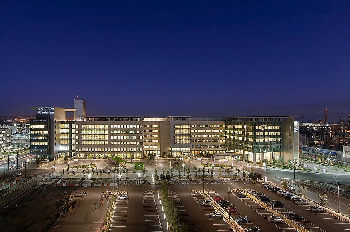 A night shot from the west of the new UCSF Medical Center at Mission Bay.