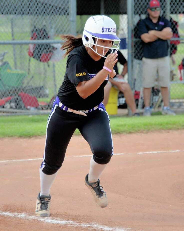 Kayte Martinez (12) of the Stealth sprints towards first base during a softball game between the Sugar Land Stealth and the Aces Express Gold McCorkle at the Mid-America Championship National Showcase on Saturday July 8, 2017 at Imperial Park, Sugar Land, TX. Photo: Craig Moseley, Staff / ©2017 Houston Chronicle