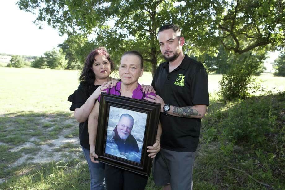 Shown are Stephanie Kingrey of West Texas (left), Sandra McCollum of Bellmead and Steve McCollum of Waco. Sandra McCollum is holding a portrait of her late husband, Larry McCollum, during a family reunion in June. Larry McCollum is among 22 people who have died as a result of indoor weather conditions at 15 state prisons since 1998, according to the Texas Department of Criminal Justice. Photo: Jose Yau /For The Houston Chronicle