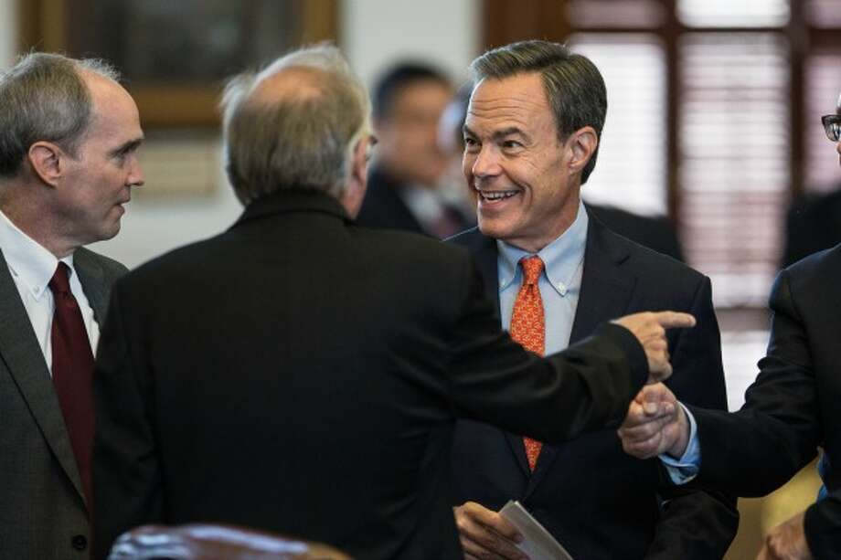 Texas House Speaker Joe Straus, R-San Antonio, chats with fellow Texas House members before the start of a special session July 18, 2017 (TAMIR KALIFA/AUSTIN AMERICAN-STATESMAN) Photo: Tamir Kalifa / AMERICAN-STATESMAN