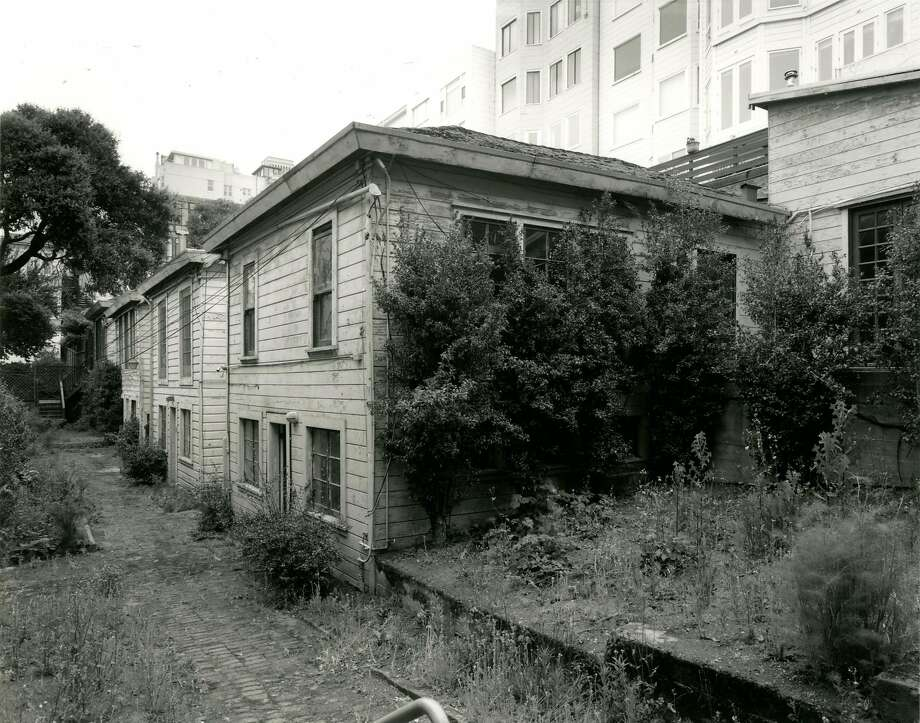 The cottages at 1338 Filbert St. on the west slope of Russian Hill, as they appeared before a painstaking restoration completed in 2017. Photo: Frank Deras