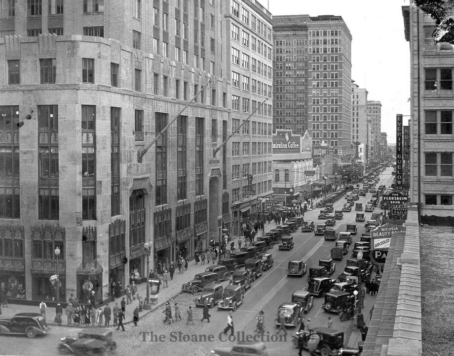 Main Street looking north from Rusk Avenue, 1930s. See more photos of Houston from this era at The Sloane Collection. Photo: The Sloane Collection