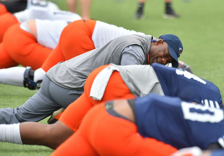 UTSA coach Frank Wilson jokes with his players during spring practice on April 10, 2017. Photo: Robin Jerstad /For The Express News / ROBERT JERSTAD