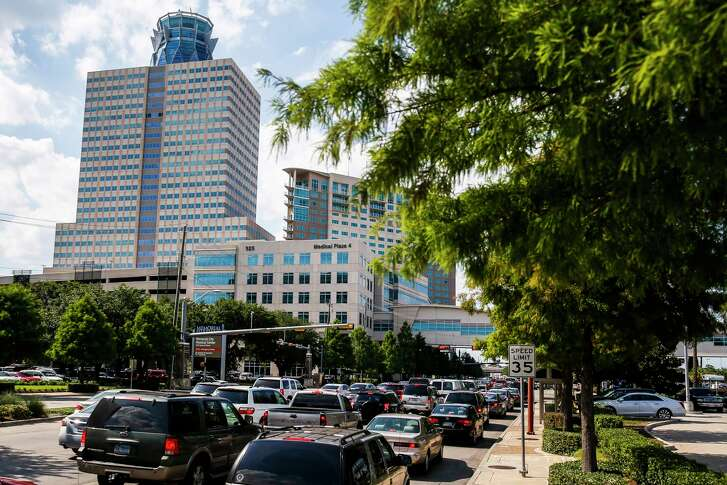 Traffic backs up along Gessner Road around the Memorial Hermann Memorial City Medical Center Thursday, June 8, 2017 in Houston. Memorial Hermann has created an app to help patients and visitors locate their doctors and find the most convenient parking spots on the campus. ( Michael Ciaglo / Houston Chronicle )