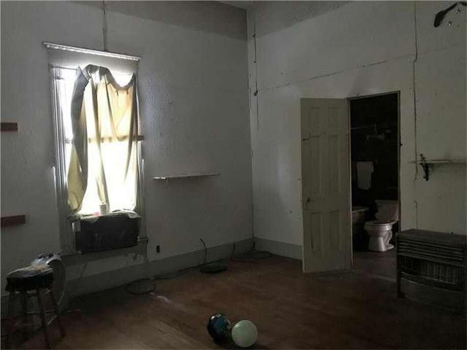 Http Www Realtor Com News Unique Homes Haunted Hill House Texas