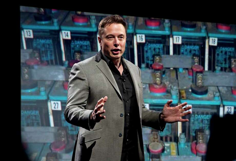 Elon Musk says the Falcon Heavy rocket has a good chance of failing during its first launch. Photo: Jerome Adamstein, MBR / Los Angeles Times