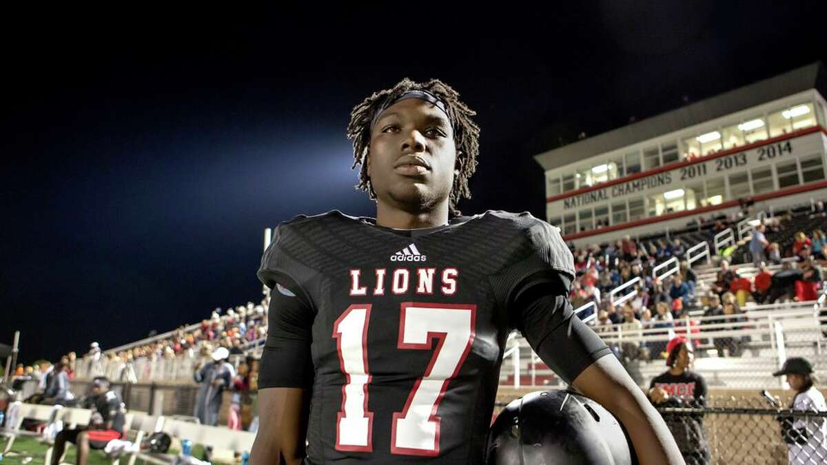 Last Chance U Star Isaiah Wright Charged In Fatal Stabbing