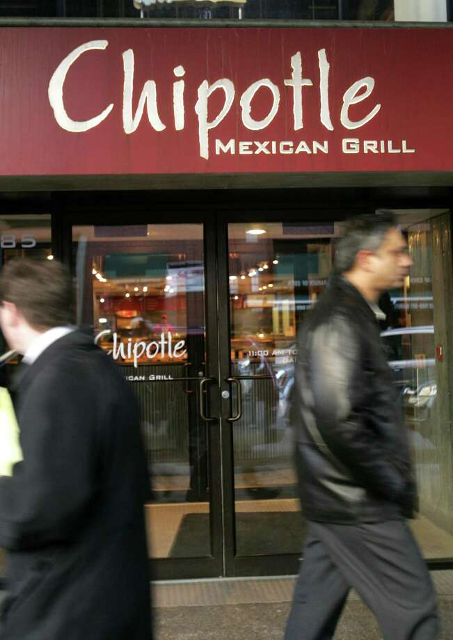 File photo of a Chipotle Mexican Grill in the Brooklyn borough of New York. A Facebook video showed one rodent scurrying across the ground at a Chipotle in Dallas, another climbing the wall and a third limp on the ground. Photo: DANIEL BARRY /BLOOMBERG NEWS