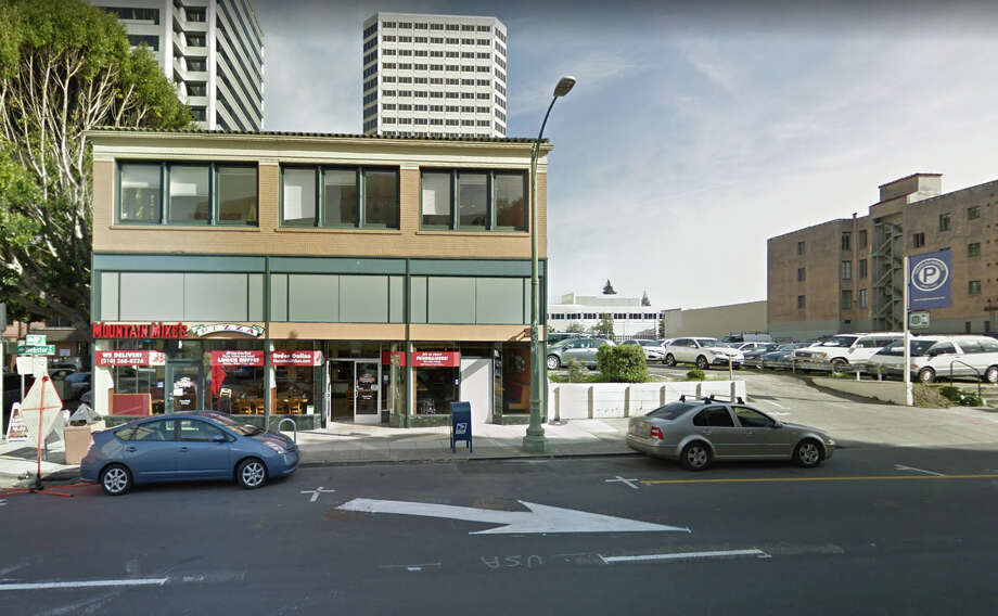 A television crew for AwesomenessTV was robbed of their camera equipment in a parking lot near Mountain Mike Pizza on Webster Street in Uptown Oakland. Photo: Google Maps