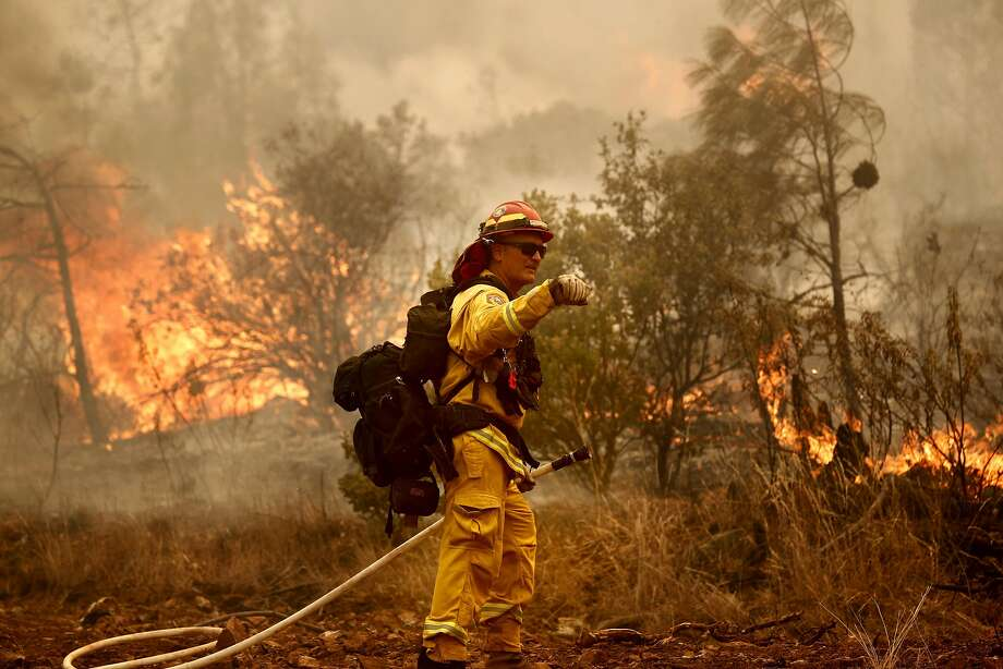 Cal Fire strike team leader Zack O'Neill works a fire line as firefighters continue to battle the Detwiler Fire on the outskirts of Mariposa, Ca., on Wednesday July 19, 2017. Photo: Michael Macor, The Chronicle