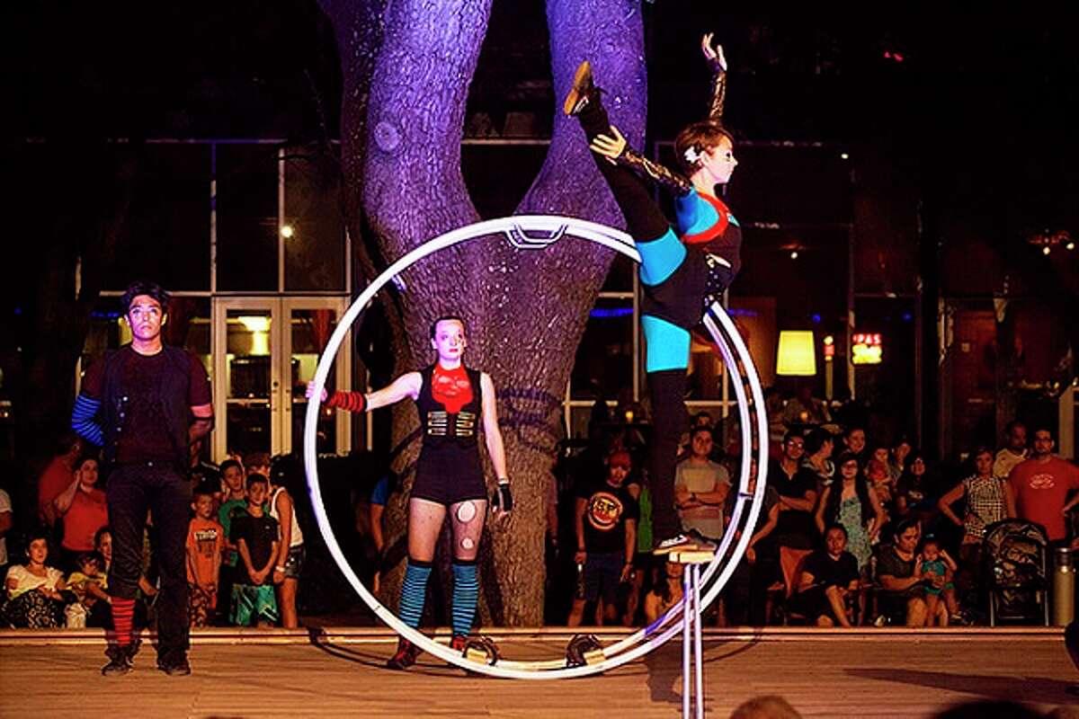 Circo Avenida hits Discovery Green on Friday.