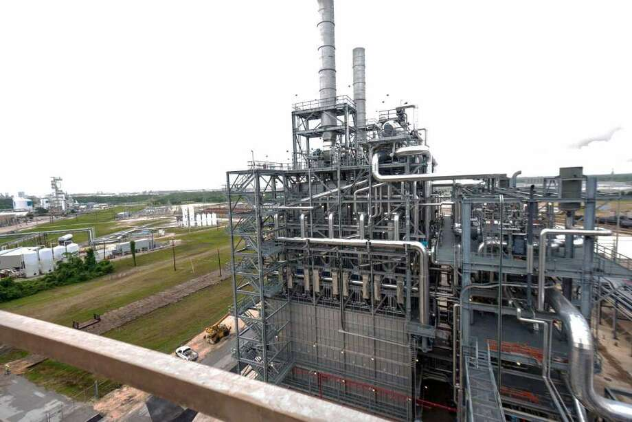 Lyondellbasell posts growing 1 billion profit san for La porte to houston