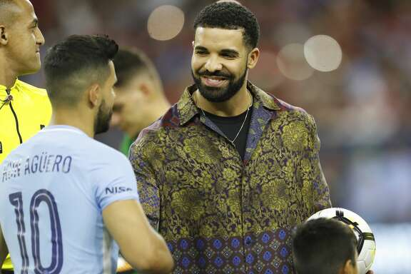 Drake greets Manchester City midfielder Sergio Aguero (10) before the start of the 2017 International Champions Cup at NRG Stadium, Thursday, July, 20, 2017. ( Karen Warren / Houston Chronicle )